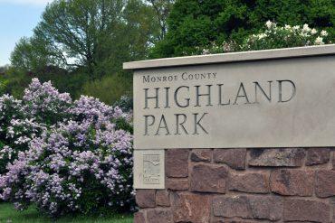 Highland Park Sign